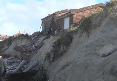 Sudestada  derrumba una casa en Costa Azul y hay más en situación crítica